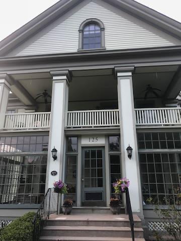 Lovely Condo in Historic Eastside Home