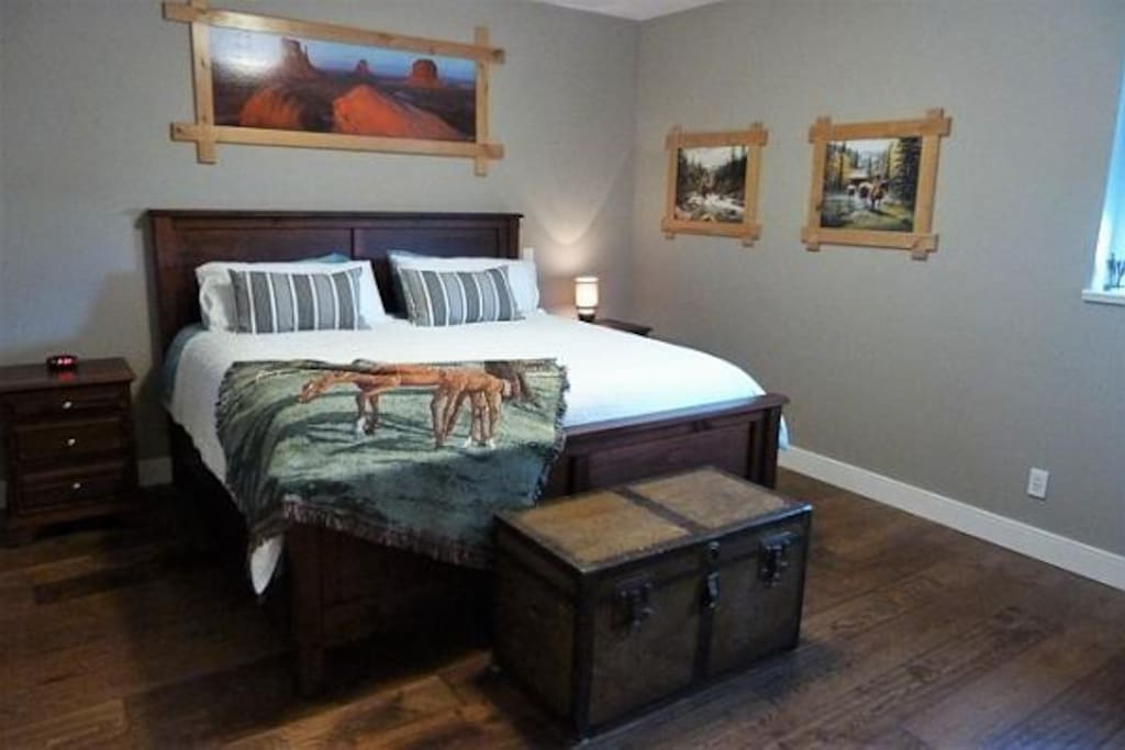 Western Room, King Bed