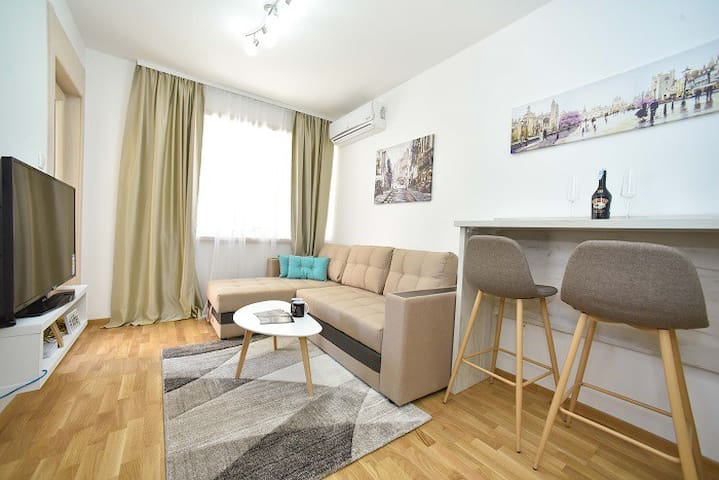 Fontana One Bedroom Apartment on Great Location 02