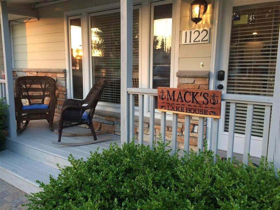 Welcome to Mack`s Lake House
