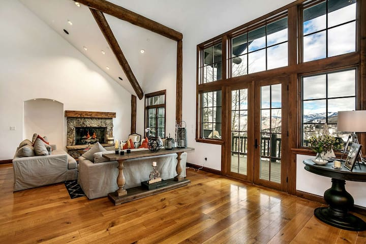 Ski In/Ski Out, Amazing Home Theater, Great for Large Groups or Multiple Families, Bachelor Gulch!