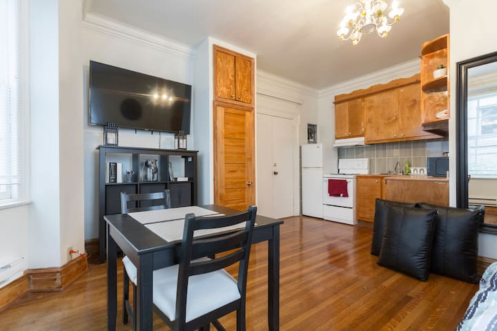 Studio Downtown with private Parking Included!!