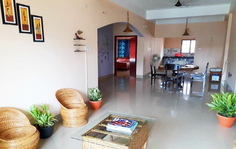 Room & attached bathroom-Aryadhaani Homestay-GS Rd