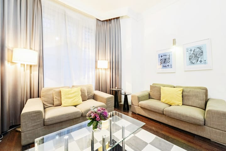 Stylish Two Bedroom Apartment In Knightsbridge
