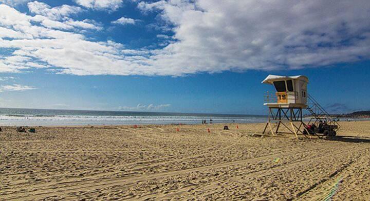 Pacific Beach  room, walk to the beach
