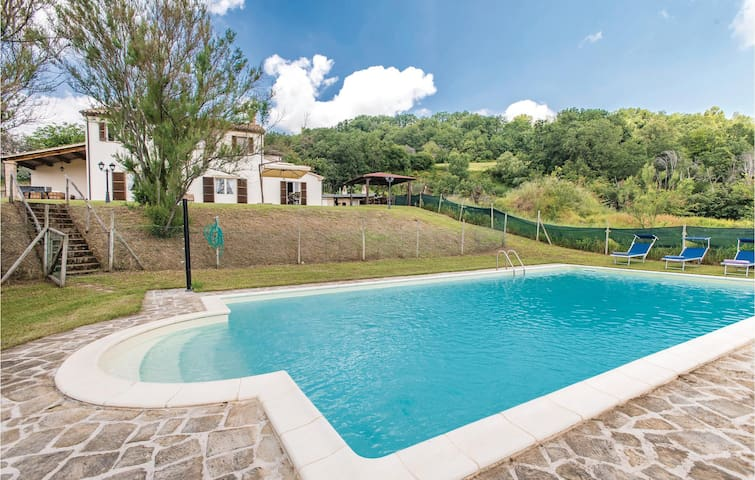 Holiday cottage with 5 bedrooms on 240m² in Fratterosa -PU-