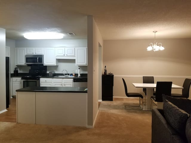 Clean, Relaxing, & Quiet apt close to Marta & City