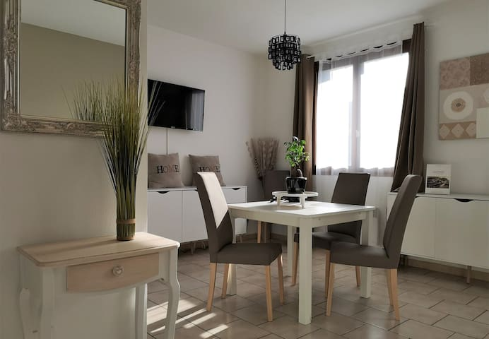 Joli appartement - Nice flat -  Lindo appartemento.  Idéal pour visiter la ville tranquillement - Ideal para visitar la ciudad tranquilamente -  Ideal for visiting the city quietly