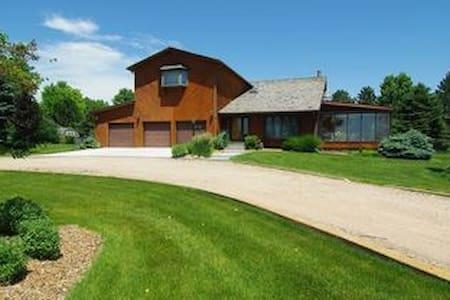 1733 Estates Home w/ Pool - Kearney - Casa