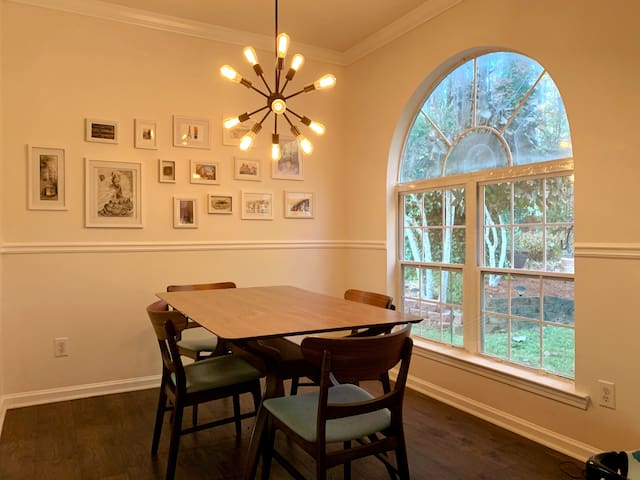 Perfect Peachtree City home (comfortable & modern)