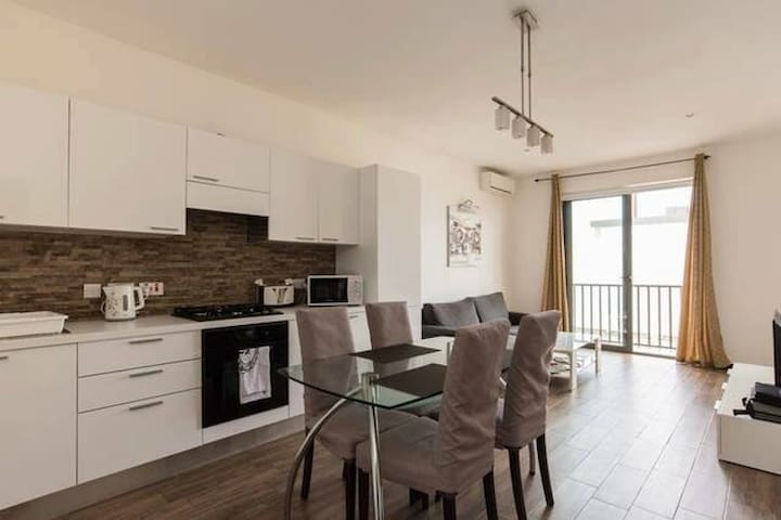 4th Floor 1 bedroom apartment