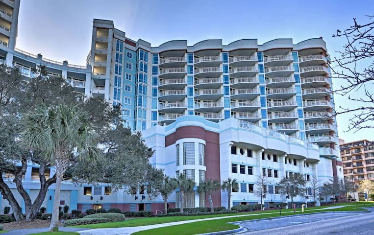 Beautiful oceanview condo with lots of amenities!
