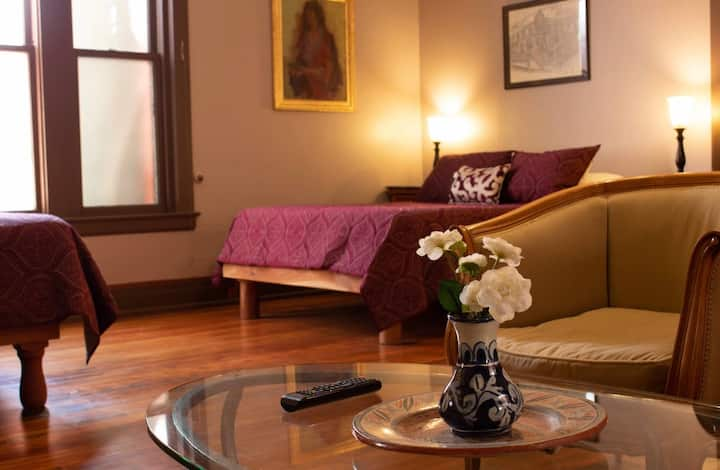 Double Qn Suite in Downtown Old Bisbee City Center