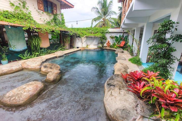 Poolside Suite at Sueño Grande Bed & Breakfast