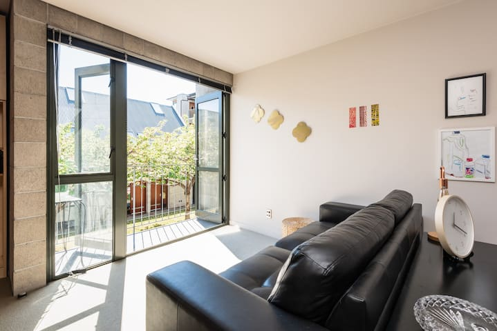 Enjoy peace and quiet in our sunny  City apartment