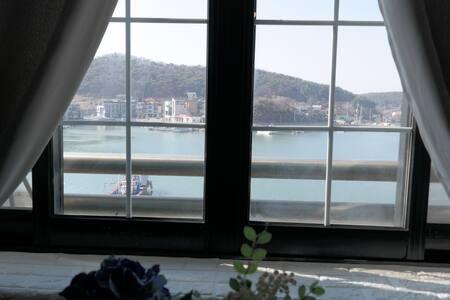 깨끗하고 편안한 안면도꽃지 캠퍼하우스 305호