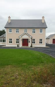 Cosy double bedroom - Loughrea