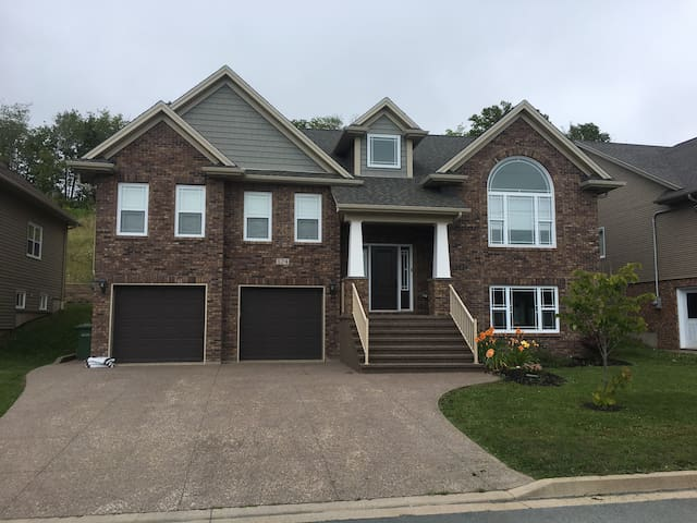 Executive Family Home in Cole Harbour