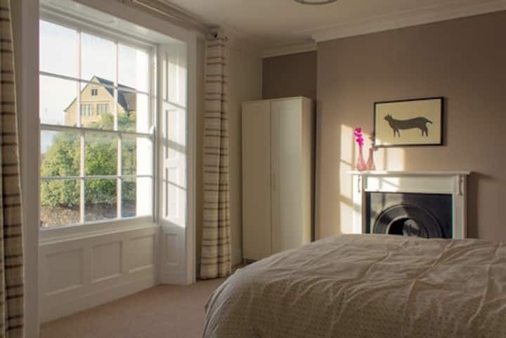 Stylish double room in central Bristol.