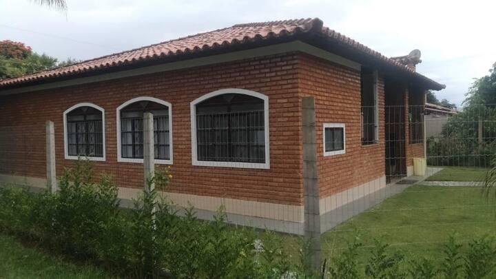 Casa em furnas em condomínio fechado