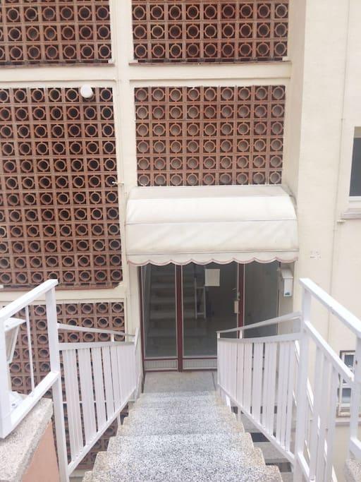 Entrée principale de l'immeuble
