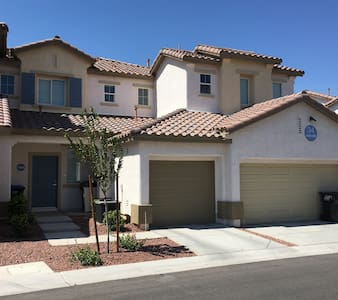 Luxury One Bedroom Townhouse! Across Golf Course! - Las Vegas