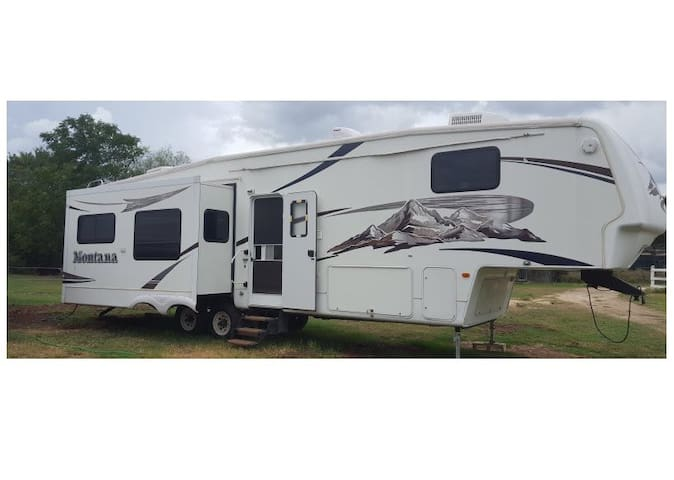 Full Featured RV on a real Texas Horse Ranch