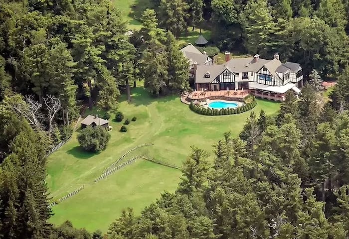 Pocono Mansion with PRIVATE pool and 8 Acres
