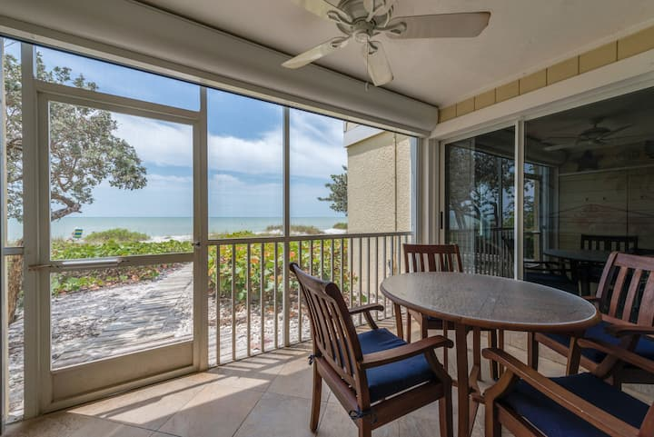 Villa Sanibel 1A, 2 bed, 2 bath, 6 Steps to beach!