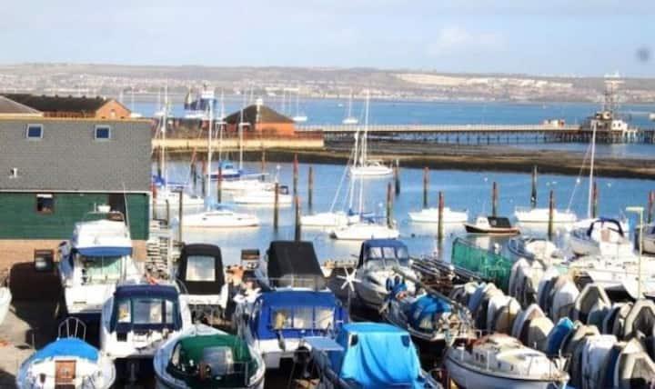 Bright spacious & overlooking marina best location