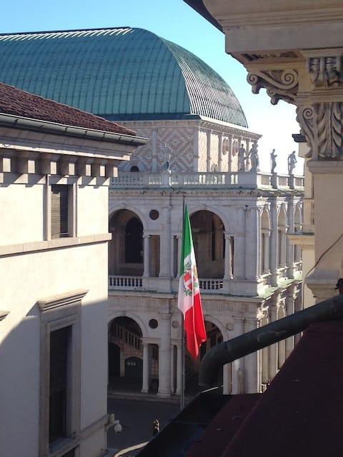 Pokoj s krásným výhledem na náměstí Piazza dei Signori