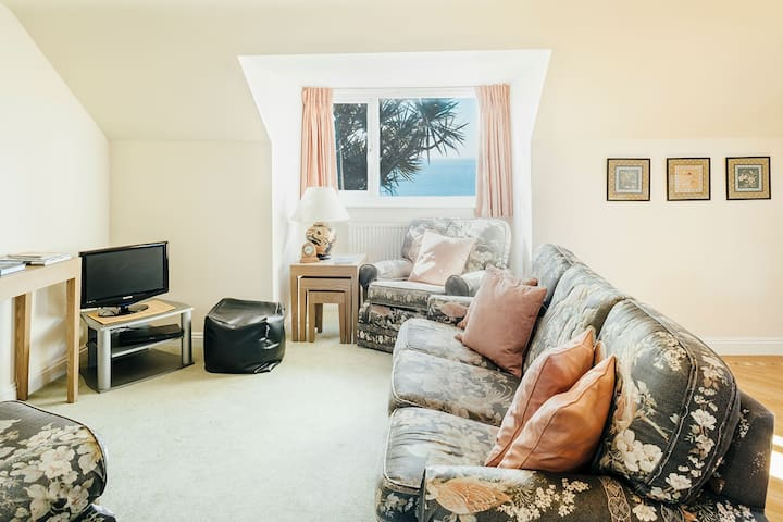 Mylor, Praa Sands 2BR Apartment with Sea Views