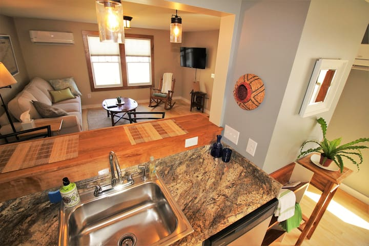 Charming Apartment 1 Minute to Everything!