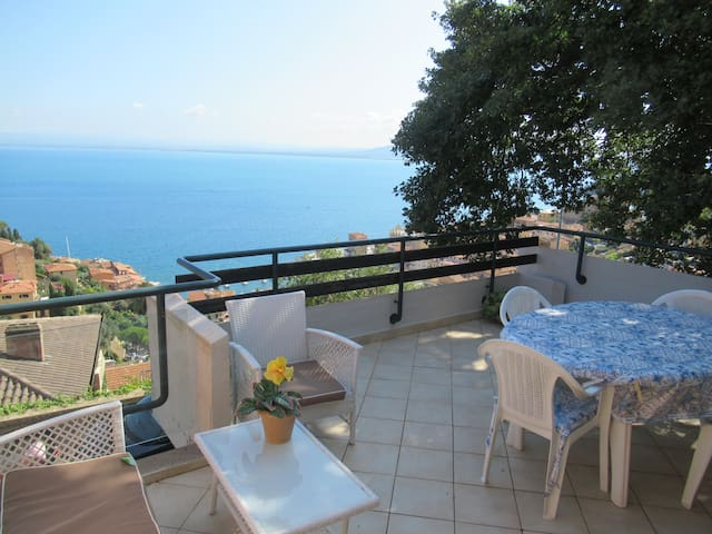 Villa with breathtaking view, WIFI, A/C...