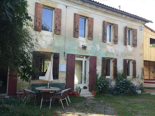 Belle Maison de bourg - Eynesse - Rumah