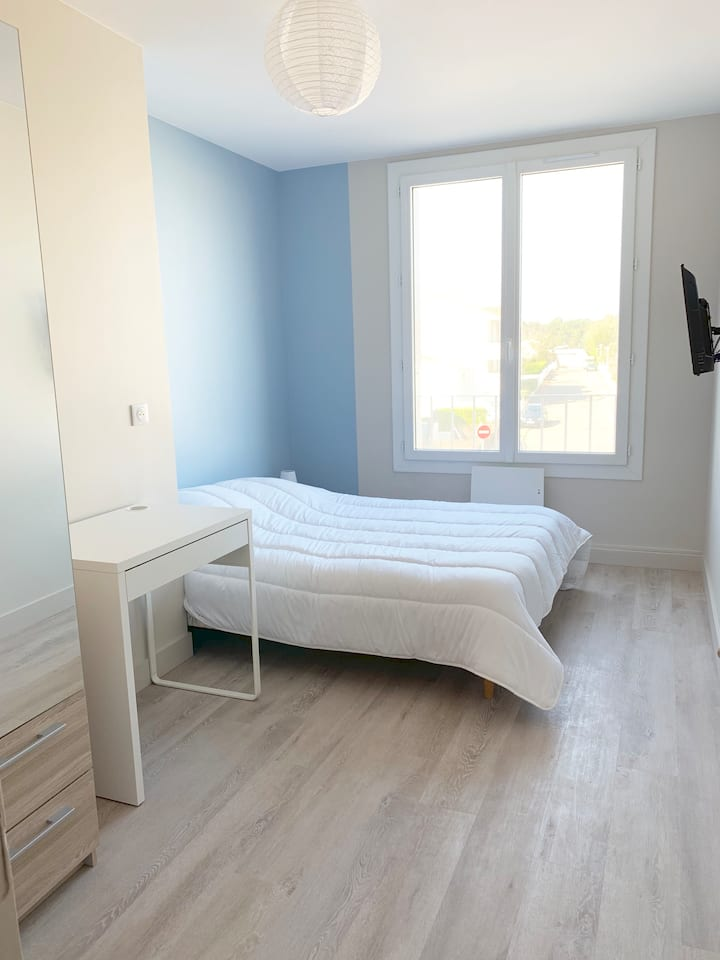 Chambre 2 grand appartement.