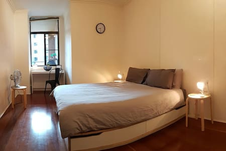 Spacious double room and bathroom in Pyrmont - Pyrmont
