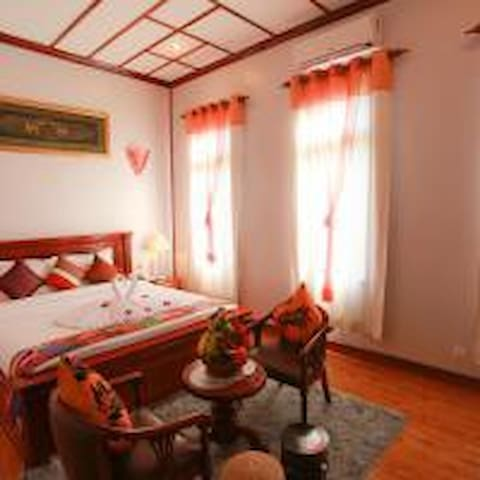 Private Twin room for 2 persons with breakfast.