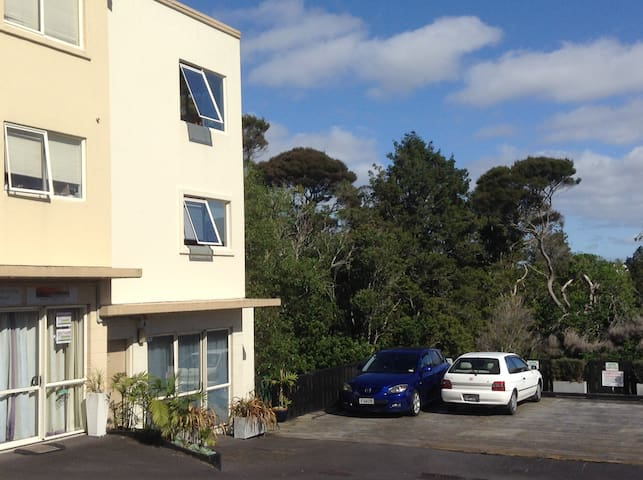 Convenient ,modern with bush outlook - Auckland - Apartament