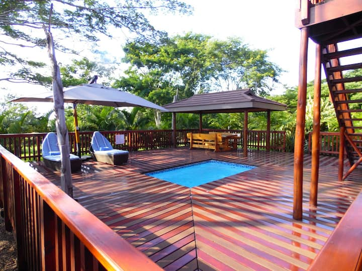 Monzi Safari Lodge - Luxury 3 bedroom log cabin