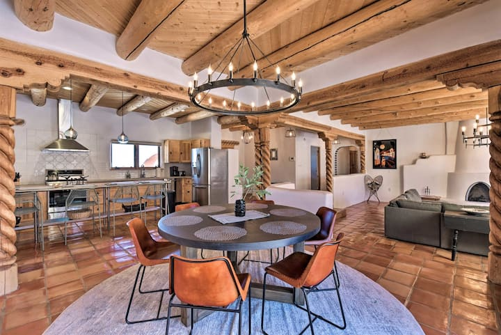 Luxury Home Sleeps 10 with Game Room - Room for the whole family