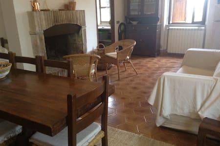 Spoleto casa a schiera nel bosco - Spoleto - Talo