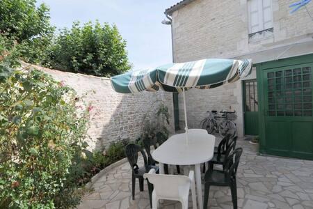 Villa en plein centre village avec cour - Le Bois-Plage-en-Ré