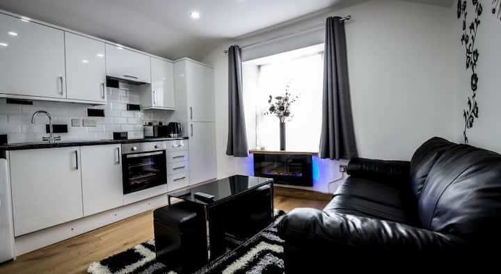 City Centre Apartment - Sleeps up to 4!