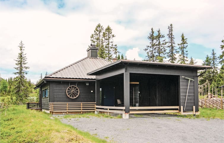 Holiday cottage with 2 bedrooms on 90 m² in Sjusjøen
