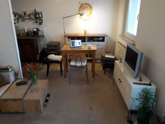 Living Room/Kitchen Table