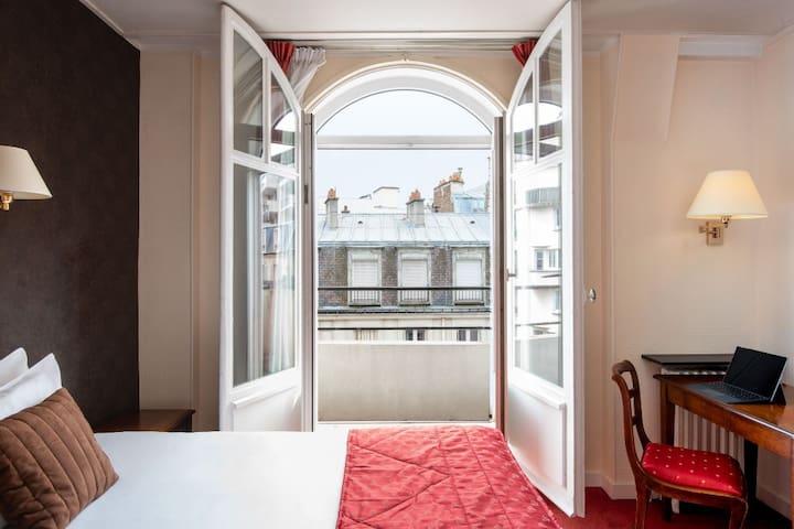 Charmante chambre dans un hôtel avec jardin
