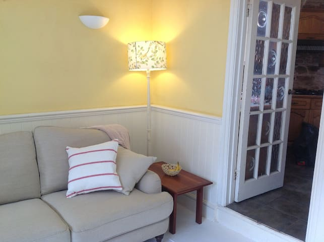 Sunny Cottage by the beach - Kingsand - Huis