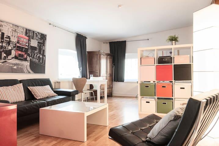 Quiet apartment in trendy district - Düsseldorf - Apartamento