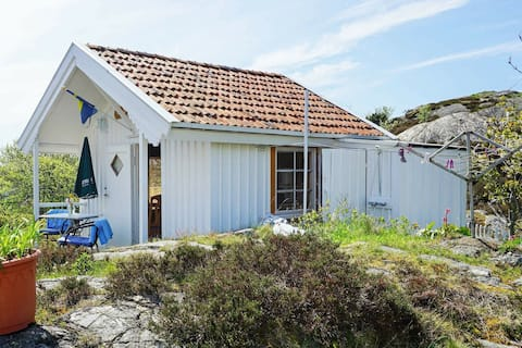 2 person holiday home in Gullholmen